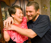 У супругов Аизбаевых из Новоникитина две руки, две ноги на двоих. Однако их взаимоотношениям завидуют многие здоровые семьи.