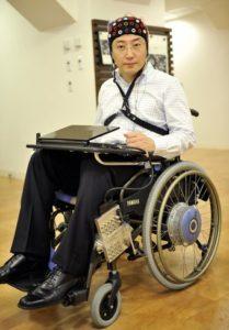 Toyota демонстрирует инвалидную коляску, управляемую силой мысли