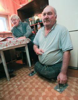 В Ленобласти безногий инвалид-блокадник после пожара уже пять лет живет в хлеву