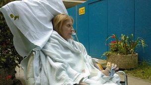 После несчастного случая Сью провела девять месяцев на больничной койке.