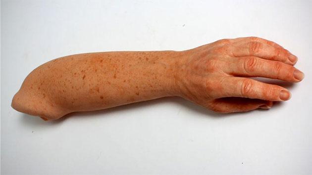 Протез имитирует настоящую руку