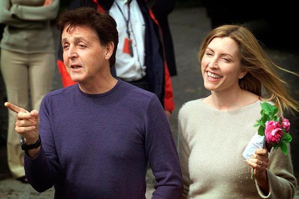 Сэр Пол Маккартни и Хизер Миллс на их свадьбе в 2002 году.