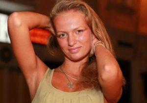 Девушка мечтает рекламировать немецкие протезы «Отто Бокк»