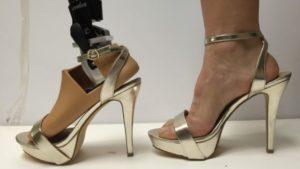 Новый протез стопы позволит женщинам носить обувь на высоких каблуках