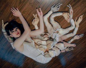 Художница с ампутированными ногами обрела саму себя и толпу поклонников