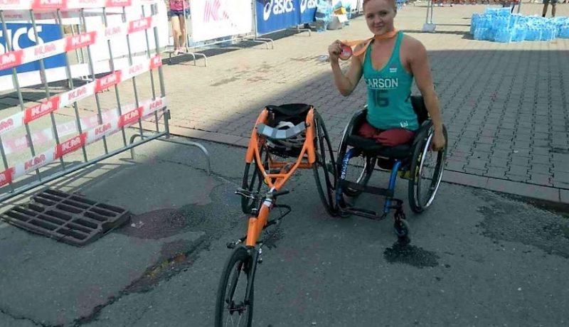 Девушка без ног первой финишировала в полумарафоне
