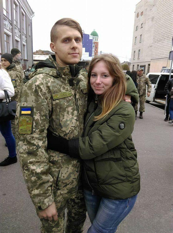 Любимый практически круглосуточно сидел возле моей койки, держа за руку. Источник: https://censor.net.ua/r3045151
