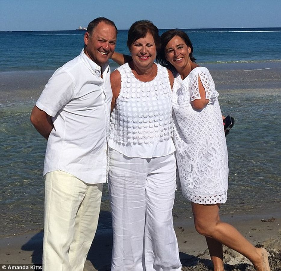 Аманда Китт с мужем Томасом и ее матерью
