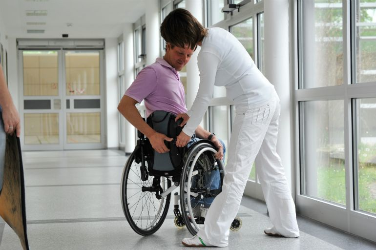 Полезные советы по уходу за инвалидной коляской