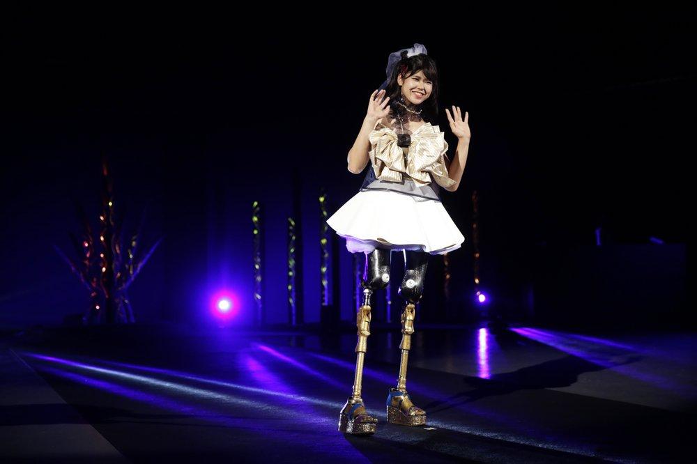 """Эрина Югути, спортсменка, участвует в показе мод под названием """"Amputee Venus Show"""" в Токио"""