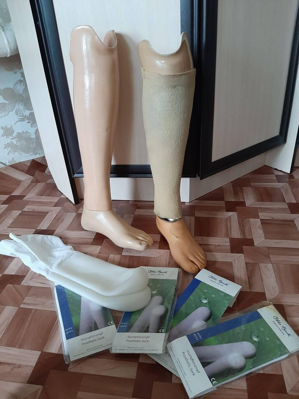 Продаются два протеза (для ходьбы и плавания)